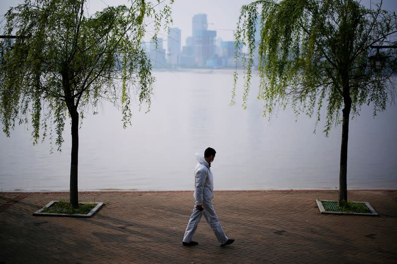 China vows to protect coronavirus-hit Hubei from flooding