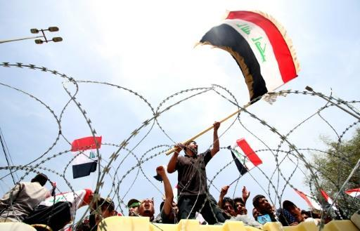 Thousands of protesters break into Baghdad 'Green Zone'