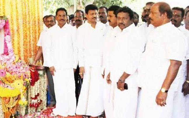 Tamil Nadu ministers photographed with Sasikala's family, OPS camp sees red