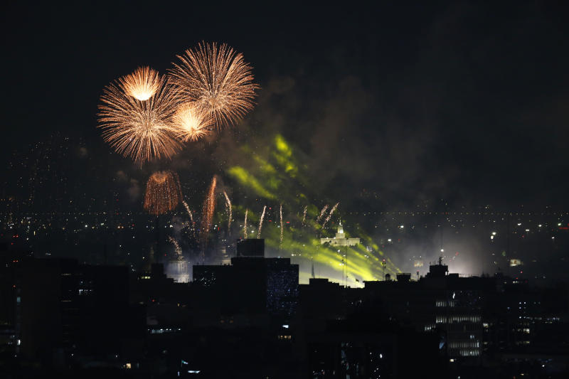 Fireworks explode over the Zocalo during Mexico's independence celebrations in Mexico City, late Sunday, Sept. 15, 2019.(AP Photo/Marco Ugarte)