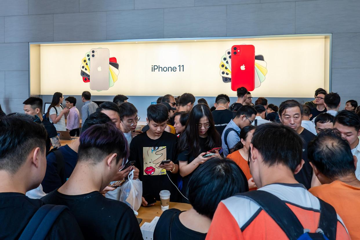 Customers experience iPhone 11 and iPhone 11 Pro at an Apple store on East Nanjing Road on September 20, 2019 in Shanghai, China. (Photo by Wang Gang/VCG via Getty Images)