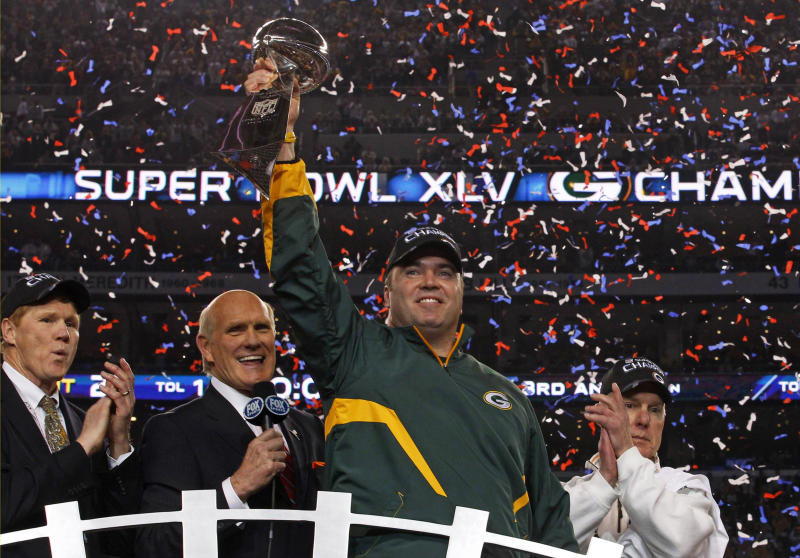 Mike McCarthy's crowning achievement was winning a Super Bowl — at the Cowboys' AT&T Stadium — with the Packers. Can he win another ring for Jerry Jones? (REUTERS/Brian Snyder)