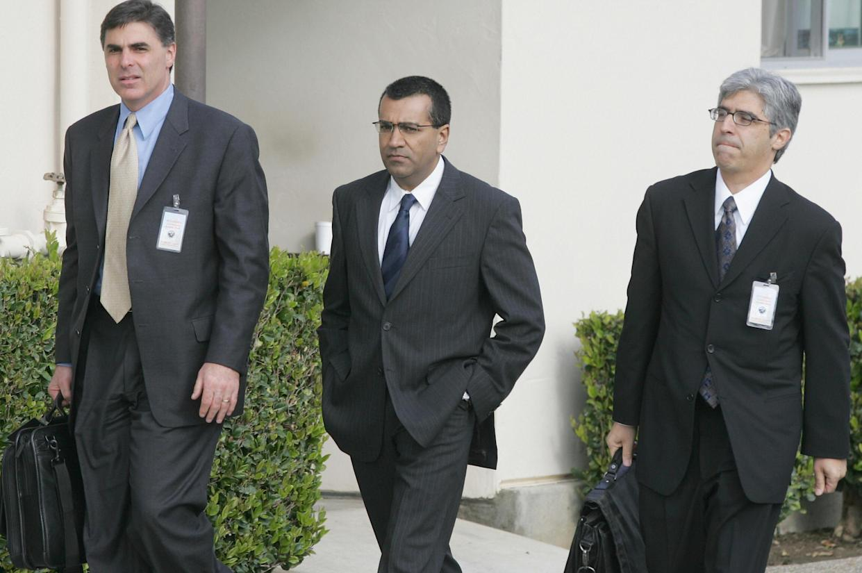 SANTA MARIA, UNITED STATES:  British journalist Martin Bashir (C) arrives with Ted Boutros(R), Bashir's attorney and Henry Hoberman, an attorney for ABC television at the Santa Barbara County Superior Court in Santa Maria, CA, 01 March 2005 to be the first witnesses to be called at Michael Jackson's child sex abuse trial. Bashir made the documentary