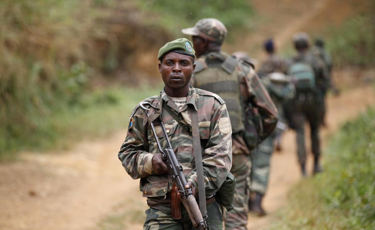 Democratic Republic of Congo military (FARDC) personnel patrol against the Allied Democratic Forces (ADF) and the National Army for the Liberation of Uganda (NALU) rebels near Beni in North-Kivu province, December 31, 2013. Democratic Republic of Congo is struggling to emerge from decades of violence and instability, particularly in its east, in which millions of people have died, mostly from hunger and disease. A 21,000-strong United Nations peacekeeping mission (MONUSCO) is stationed in the country. REUTERS/Kenny Katombe (DEMOCRATIC REPUBLIC OF CONGO - Tags: CIVIL UNREST MILITARY CONFLICT POLITICS)