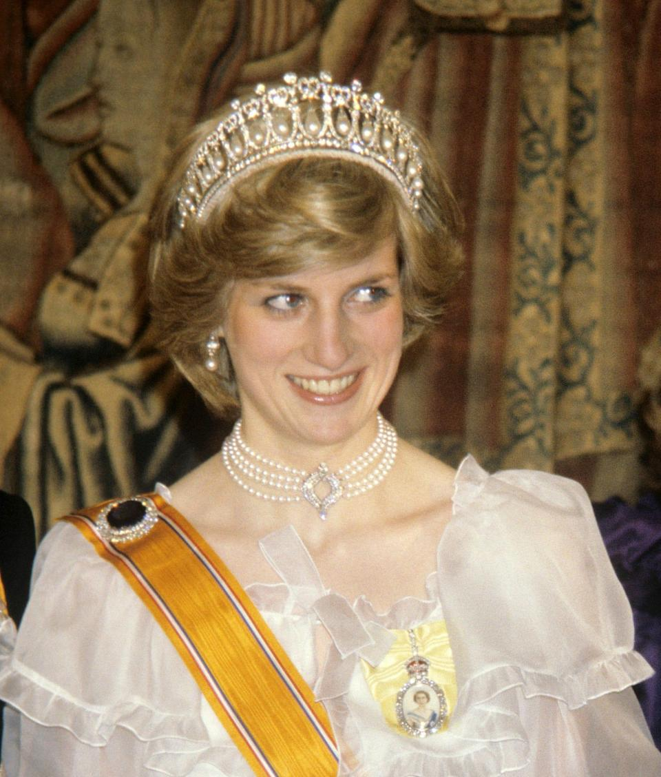 Princess Diana wearing the Japanese pearl choker and Bahrain pearl and diamond earrings at a banquet at Hampton Court for the Dutch Royal family in 1982 - PA/PA Archive
