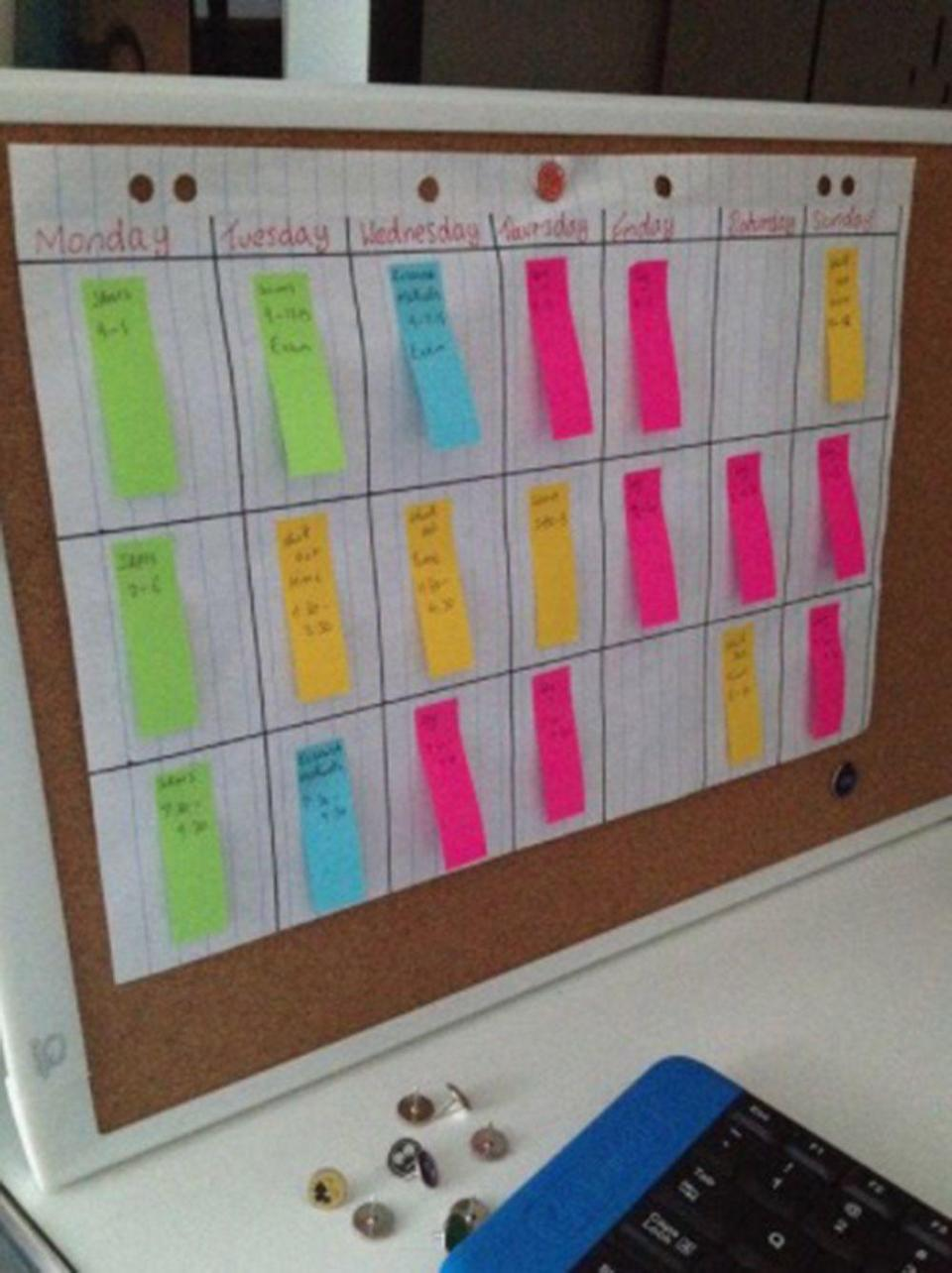 """<p>Use sticky notes instead of writing on your calendar so you can not only reuse it, but be flexible with your commitments and when you complete what.</p><p>(<a href=""""https://www.pinterest.co.uk/pin/486177722247799272/"""" rel=""""nofollow noopener"""" target=""""_blank"""" data-ylk=""""slk:via"""" class=""""link rapid-noclick-resp"""">via</a>)</p>"""