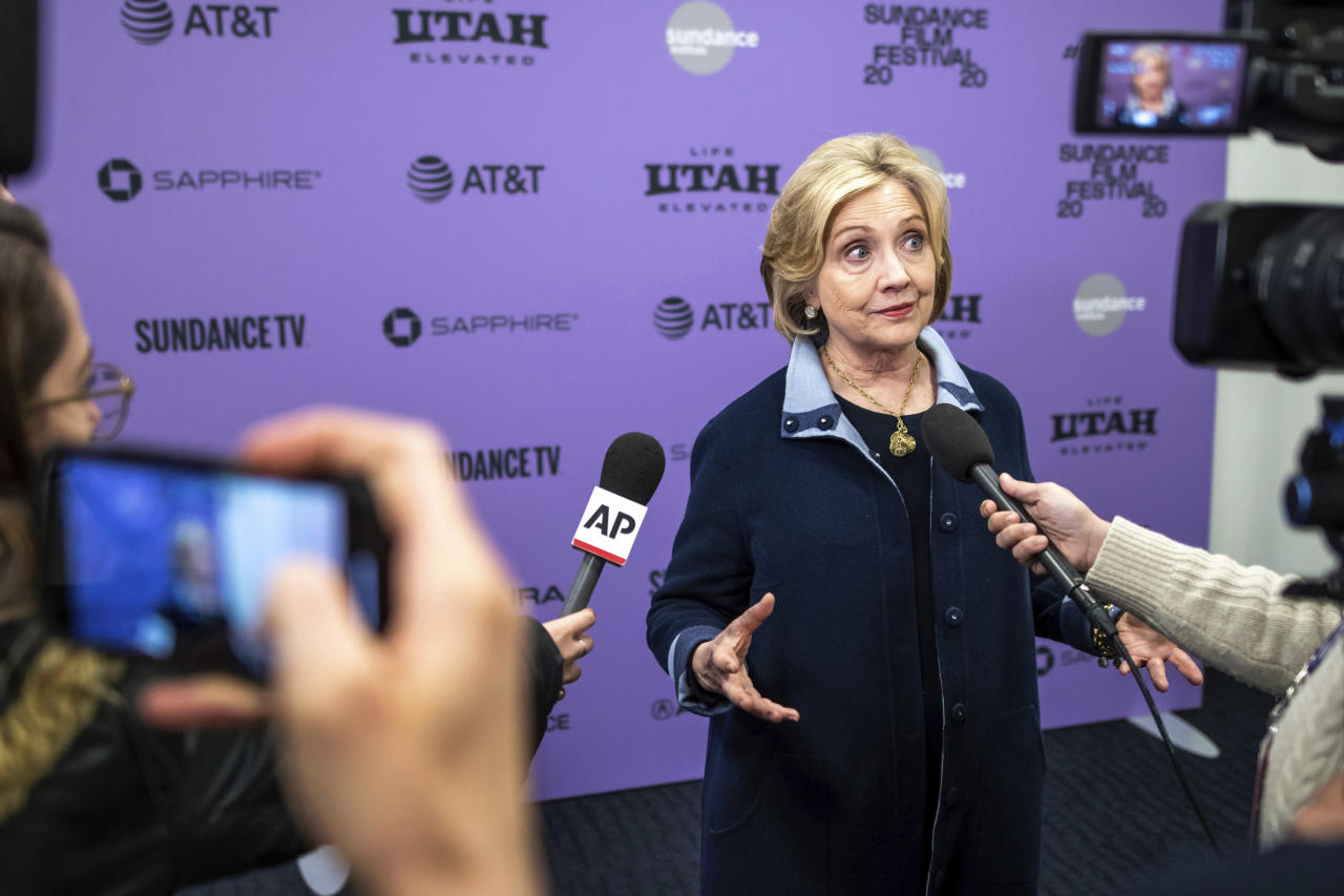 Clinton jabs again at Sanders, says he didn't unite party
