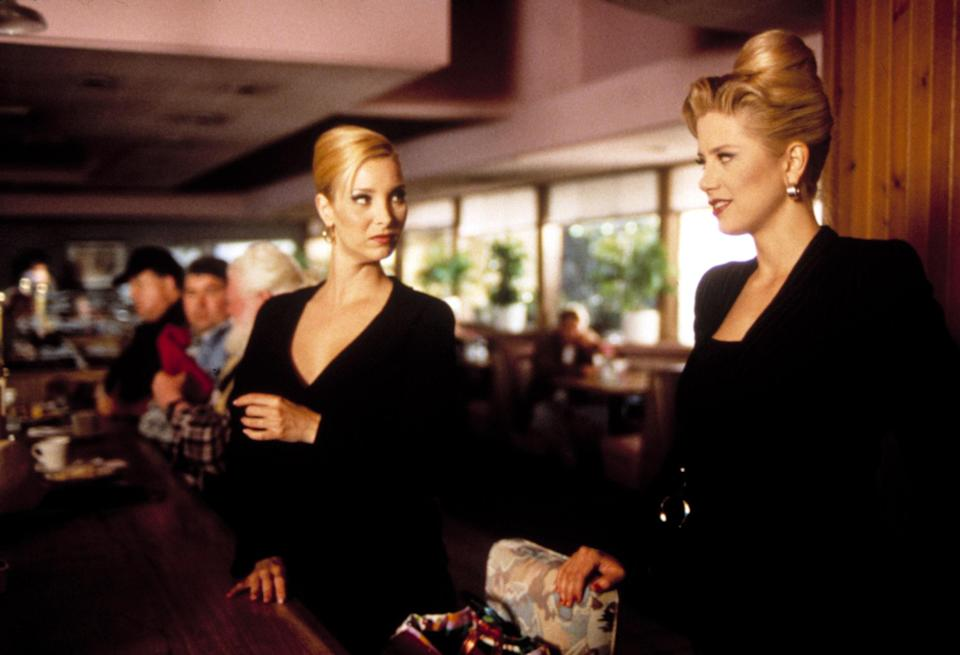 """<h1 class=""""title"""">ROMY AND MICHELE'S HIGH SCHOOL REUNION, Lisa Kudrow, Mira Sorvino, 1997.</h1> <cite class=""""credit"""">©Buena Vista Pictures/Courtesy Everett Collection</cite>"""