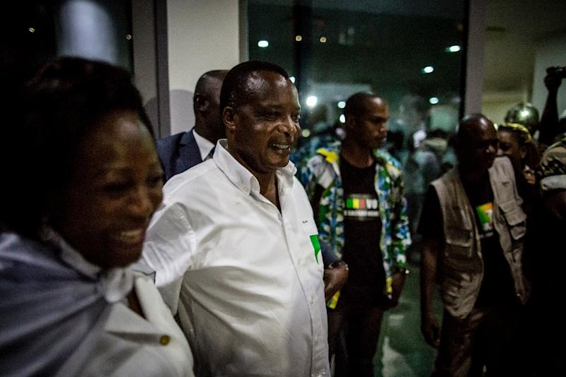 Newly re-elected Congo President Denis Sassou Nguesso (2nd L) and his wife Antoinette (L) leave campaign headquarters in Brazzaville on March 24, 2016 (AFP Photo/Marco Longari)