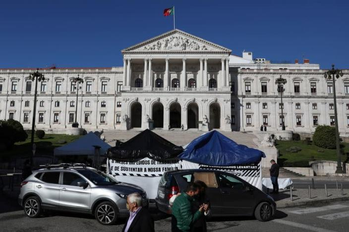 Restaurant owners attend hunger strike outside Portuguese parliament