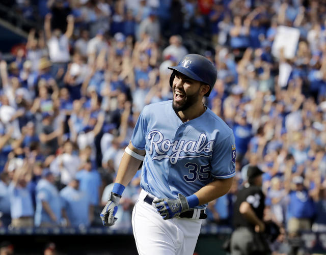 "<a class=""link rapid-noclick-resp"" href=""/mlb/players/8857/"" data-ylk=""slk:Eric Hosmer"">Eric Hosmer</a>'s strong second half of the season helped vault him to the top of the FA rankings among first basemen. (AP)"