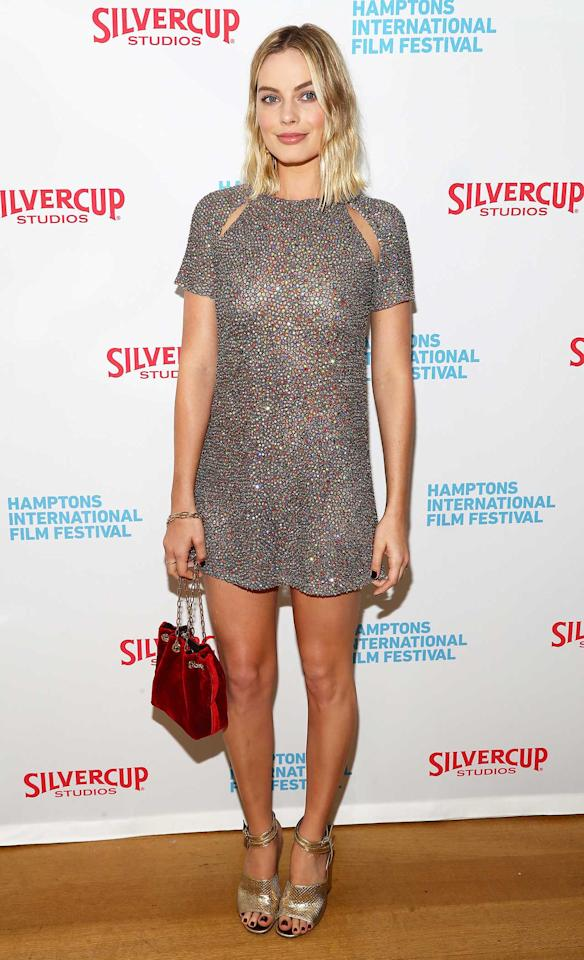 "<h2>In A Dior Dress, Alumnae Heels And A M2Malletier Bag</h2>                                                                                                                                                                             <p><p>At the Hamptons International Film Festival, 2017</p>                                                                                                                                                                               <h4>Getty Images</h4>                                                                                                                 <p>     <strong>Related Articles</strong>     <ul>         <li><a rel=""nofollow"" href=""http://thezoereport.com/fashion/style-tips/box-of-style-ways-to-wear-cape-trend/?utm_source=yahoo&utm_medium=syndication"">The Key Styling Piece Your Wardrobe Needs</a></li><li><a rel=""nofollow"" href=""http://thezoereport.com/entertainment/celebrities/kylie-jenner-pregnancy-clues/?utm_source=yahoo&utm_medium=syndication"">Kylie Jenner Might Be Hinting At Pregnancy On Social Media</a></li><li><a rel=""nofollow"" href=""http://thezoereport.com/beauty/celebrity-beauty/remove-waterproof-mascara/?utm_source=yahoo&utm_medium=syndication"">This Celebrity Makeup Artist Has A Genius Trick For Removing Waterproof Mascara</a></li>    </ul> </p>"