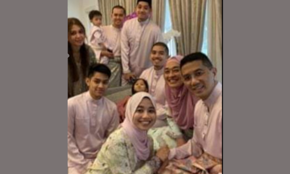 Three generations living under Azmin's roof? Cops to find out