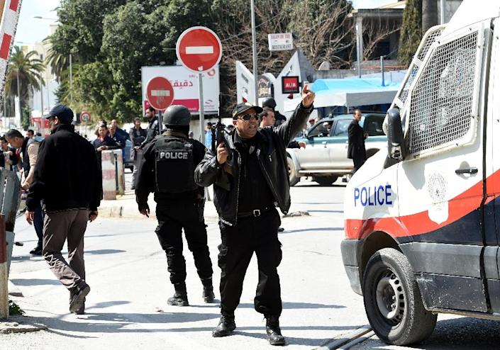 Tunisian security forces secure the area after gunmen attacked the Bardo Museum (AFP Photo/Fethi Belaid)