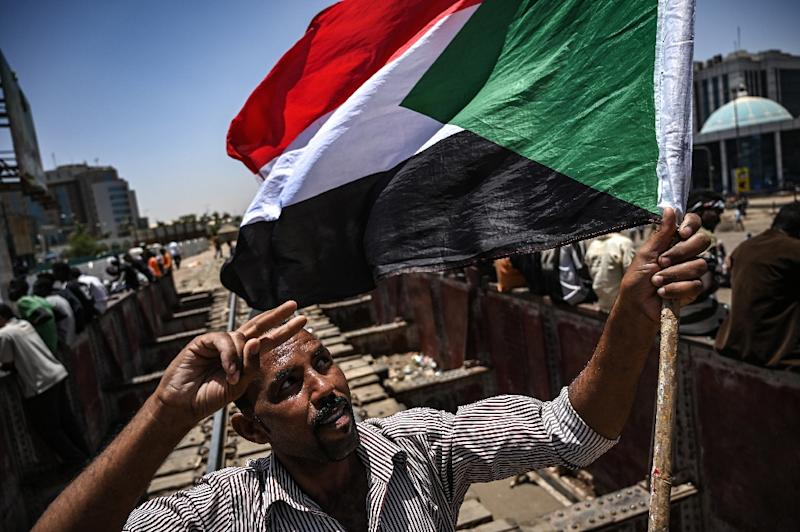 Protestors have kept up a sit-in outside the army headquarters in Khartoum since April 6 (AFP Photo/OZAN KOSE)
