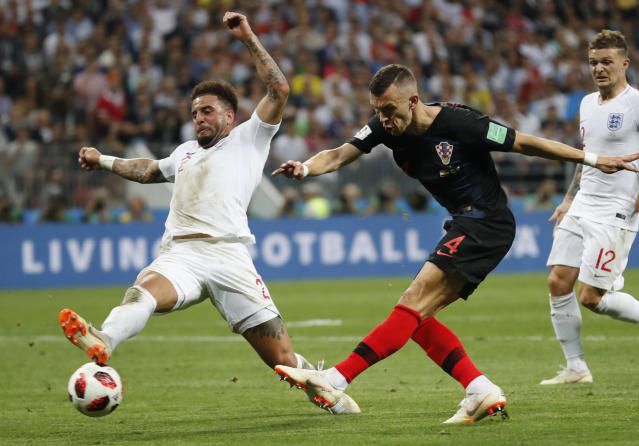 <p>Kyle Walker blocks a shot by Ivan Perisic </p>