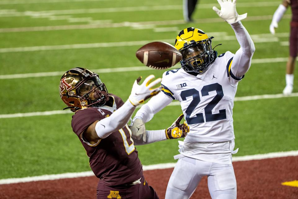 Michigan's Gemon Green defends a pass against Minnesota in the second half at TCF Bank Stadium, Oct. 24, 2020.