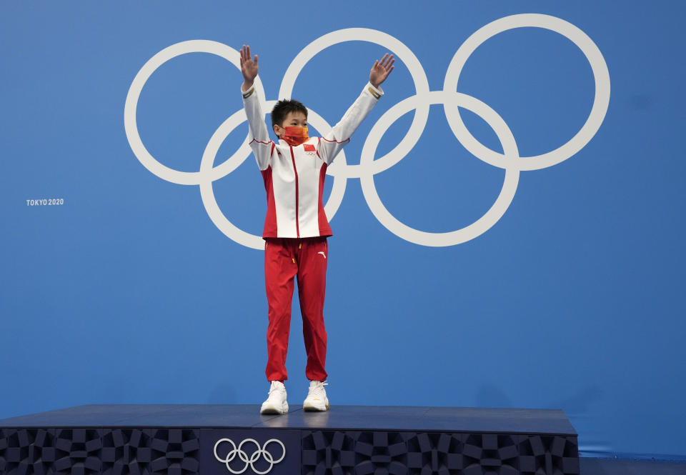 Quan Hongchan of China celebrates after winning the gold medal in women's diving 10m platform final at the Tokyo Aquatics Centre at the 2020 Summer Olympics, Thursday, Aug. 5, 2021, in Tokyo, Japan. (AP Photo/Dmitri Lovetsky)