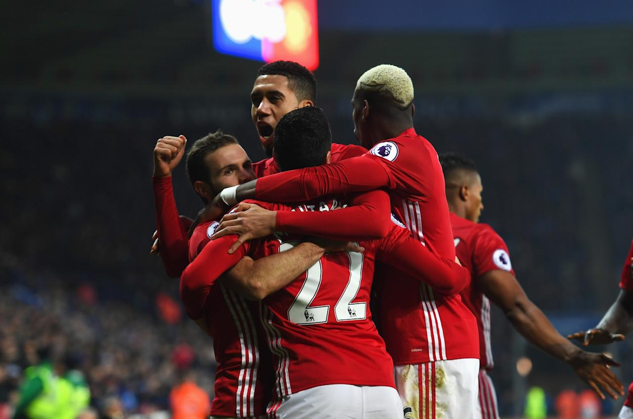 Premier League Round-Up: United fortunate to keep Juan Mata on the pitch