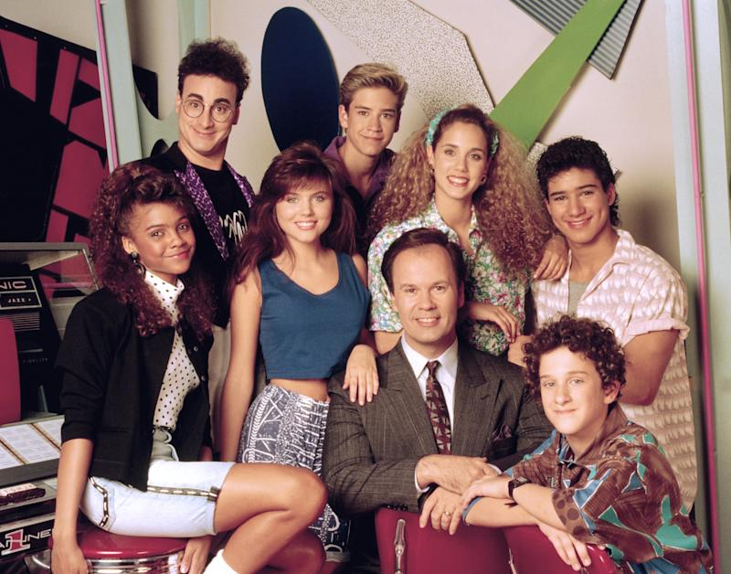 SAVED BY THE BELL -- Season 1 -- Pictured: (l-r) Lark Voorhies as Lisa Turtle, Ed Alonzo as Max, Tiffani Thiessen as Kelly Kapowski, Mark-Paul Gosselaar as Zack Morris, Dennis Haskins as Mr. Richard Belding, Elizabeth Berkley as Jessie Spano, Dustin Diamond as Screech Powers, Mario Lopez as A.C. Slater-- Photo by: NBCU Photo Bank