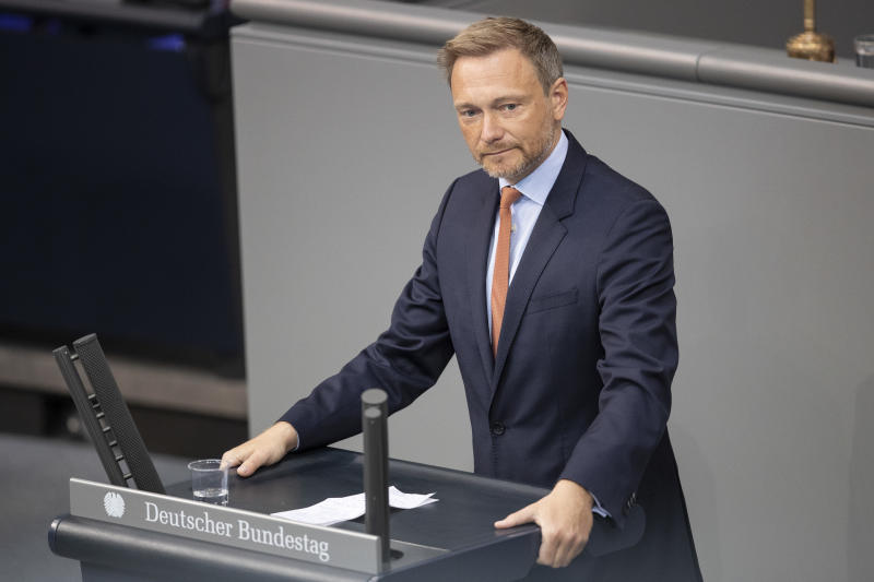 BERLIN, GERMANY - APRIL 23: Christian Lindner, head of the German Free Democrats (FDP) speaks at the Bundestag on April 23, 2020 in Berlin, Germany. Germany is still at the beginning of the coronavirus pandemic and will have to live with it for a long time, Chancellor Angela Merkel said. (Photo by Maja Hitij/Getty Images)