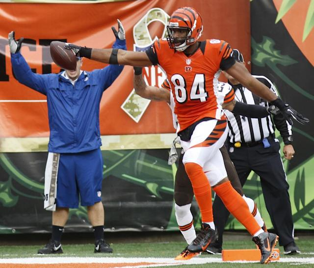 Cincinnati Bengals tight end Jermaine Gresham scores a touchdown on a 25-yard pass reception in the first half of an NFL football game against the Cleveland Browns, Sunday, Nov. 17, 2013, in Cincinnati. (AP Photo/David Kohl)