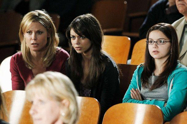 PHOTO: Ariel winter, right, is seen in a scene from season 2 of 'Modern Family.' (Peter