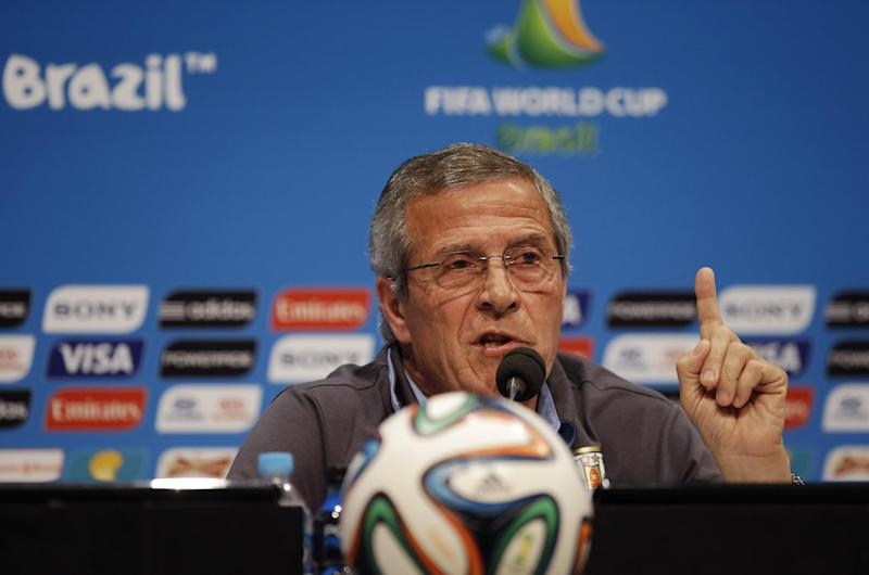 Uruguay coach quits FIFA position over Suarez ban