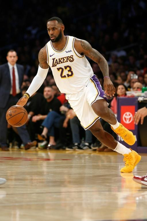 LeBron James on the way to 32 points in the Los Angeles Lakers' 142-125 NBA victory over the Minnesota Timberwolves (AFP Photo/Katharine Lotze)
