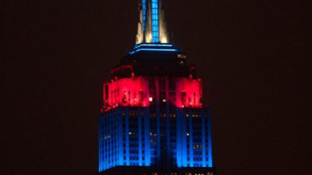<p>Empire State Building slaps New Yorkers in face, shines Patriots, Eagles colors</p>