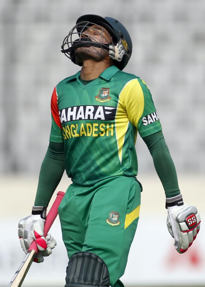 Bangladesh's captain Mushfiqur Rahim leaves the field after being dismissed against Sri Lanka during their third one day international (ODI) cricket match of the series in Dhaka February 22, 2014. REUTERS/Andrew Biraj (BANGLADESH - Tags: SPORT CRICKET)