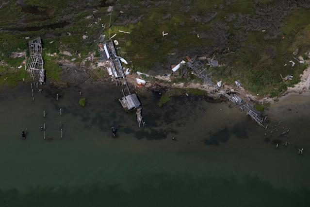 <p>Destroyed crab shacks are seen in this aerial view over Tangier Island, Virginia, Aug. 2, 2017. (Photo: Adrees Latif/Reuters) </p>