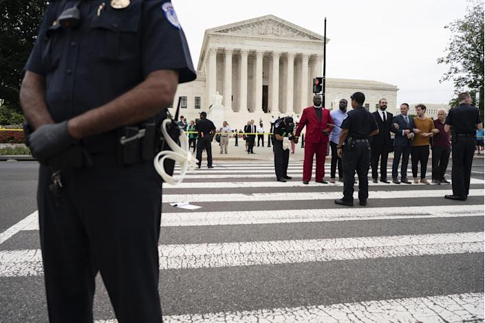 Supreme Court police officers detain a group of demonstrators opposed to Brett Kavanaugh outside the court on Oct. 5, 2018. (Photo: Aaron P. Bernstein/Bloomberg/Getty Images)
