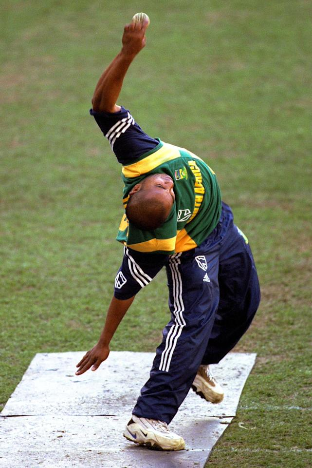 17 Aug 2000:  Paul Adams of South Africa, bowling in the nets, during training for  the Super Challenge 2000 between Australia and South Africa at Colonial Stadium in Melbourne, Australia. Mandatory Credit: Hamish Blair/ALLSPORT