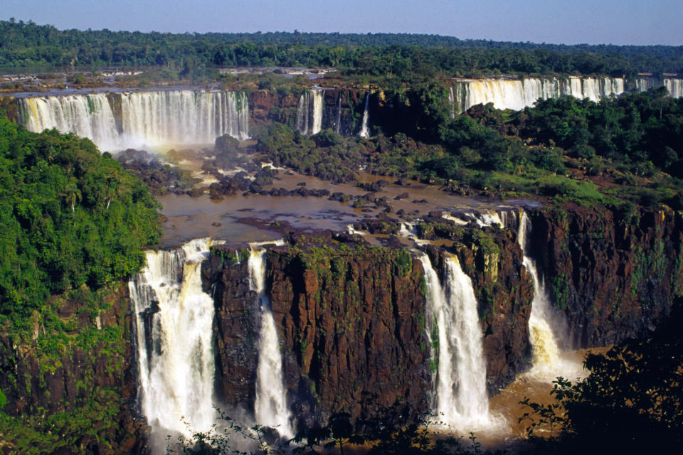 Iguaçu Falls is a group of about 275 waterfalls in the Iguaçu River (in the Paraná River Hydrographic Basin), located between the Iguaçu National Park, Paraná, in Brazil, and the Iguazú National Park in Misiones, Argentina, in border between the two countries. The total area of both national parks corresponds to 250 thousand hectares of subtropical forest and is considered a Natural Heritage of Humanity.