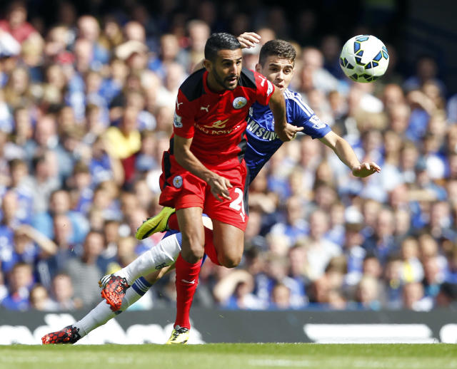 Leicester City's Algerian midfielder Riyad Mahrez (L) vies with Chelsea's Brazilian midfielder Oscar during the English Premier League football match at Stamford Bridge in London on August 23, 2014 (AFP Photo/Ian Kington)