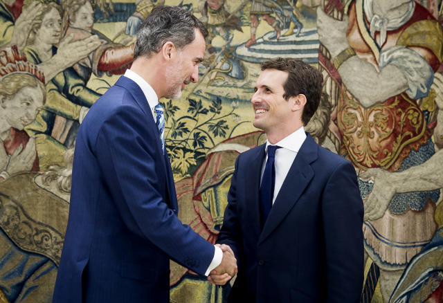 El rey Felipe VI recibe al líder del PP, Pablo Casado, en Zarzuela. (Photo by Samuel de Roman/Getty Images)