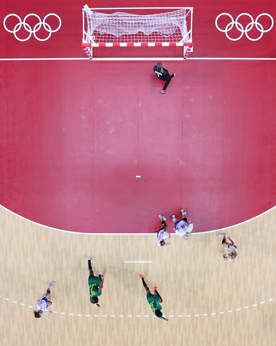<p>Bruna de Paula (R) of Team Brazil shoots and scores during the Women's Preliminary Round Group B match between ROC and Brazil on day two of the Tokyo 2020 Olympic Games at Yoyogi National Stadium on July 25, 2021 in Tokyo, Japan. (Photo by Dean Mouhtaropoulos/Getty Images)</p>