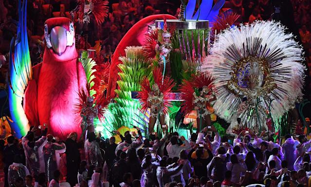 """<p>Samba dancers perform in the """"Cidade Maravilhosa"""" segment during the Closing Ceremony on Day 16 of the Rio 2016 Olympic Games at Maracana Stadium on August 21, 2016 in Rio de Janeiro, Brazil. (Photo by Pascal Le Segretain/Getty Images) </p>"""
