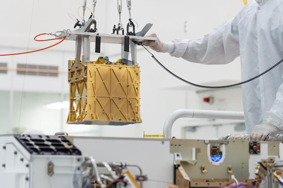 Image of the MOXIE device, which will isolate oxygen from Mars's atmosphere.
