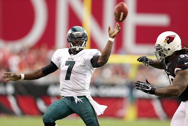 GLENDALE, AZ - SEPTEMBER 23: Quarterback Michael Vick #7 of the Philadelphia Eagles throws a pass during the NFL game against the Arizona Cardinals at the University of Phoenix Stadium on September 23, 2012 in Glendale, Arizona. The Carindals defeated the Eagles 27-6. (Photo by Christian Petersen/Getty Images)