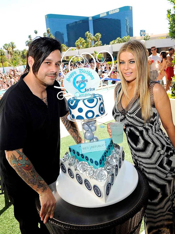 "On Sunday, Carmen Electra (who turned 38 on April 20) had a belated birthday celebration at the MGM Grand's Wet Republic in Las Vegas. Guests included her fiance, guitarist Rob Patterson. Ethan Miller/<a href=""http://www.gettyimages.com/"" target=""new"">GettyImages.com</a> - May 2, 2010"