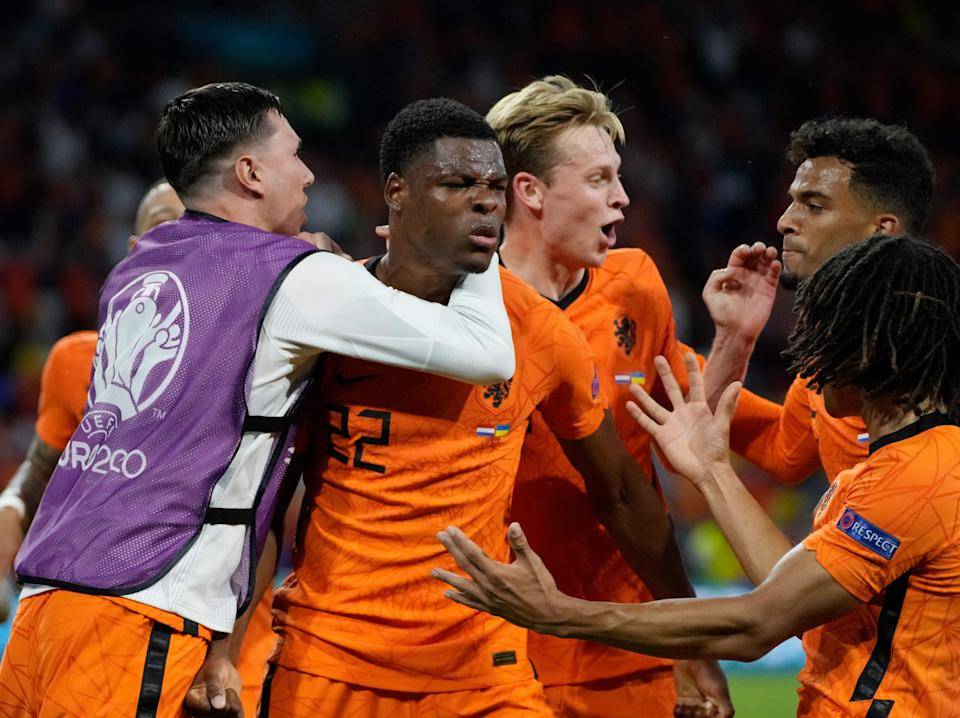 Netherlands players celebrate with match-winner Denzel Dumfries (POOL/AFP via Getty Images)