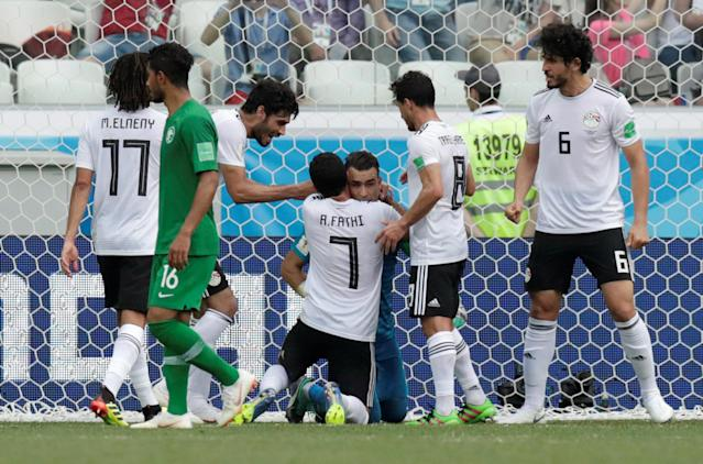 Soccer Football - World Cup - Group A - Saudi Arabia vs Egypt - Volgograd Arena, Volgograd, Russia - June 25, 2018 Egypt's Essam El-Hadary celebrates with team mates after he saved a penalty from Saudi Arabia's Fahad Al-Muwallad (not pictured) REUTERS/Ueslei Marcelino