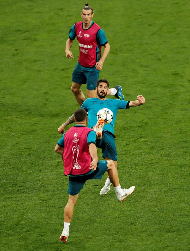Soccer Football - Champions League Final - Real Madrid Training - NSC Olympic Stadium, Kiev, Ukraine - May 25, 2018 Real Madrid's Isco and Gareth Bale during training REUTERS/Andrew Boyers