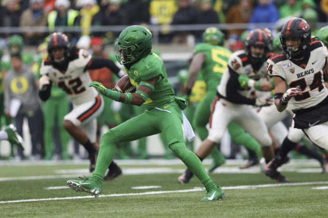 Oregon cornerback Mykael Wright (2) runs the ball to score a touchdown off a 98-yard kickoff return during the first half of an NCAA college football game against Oregon State in Eugene, Ore., Saturday, Nov. 30, 2019. (AP Photo/Amanda Loman)