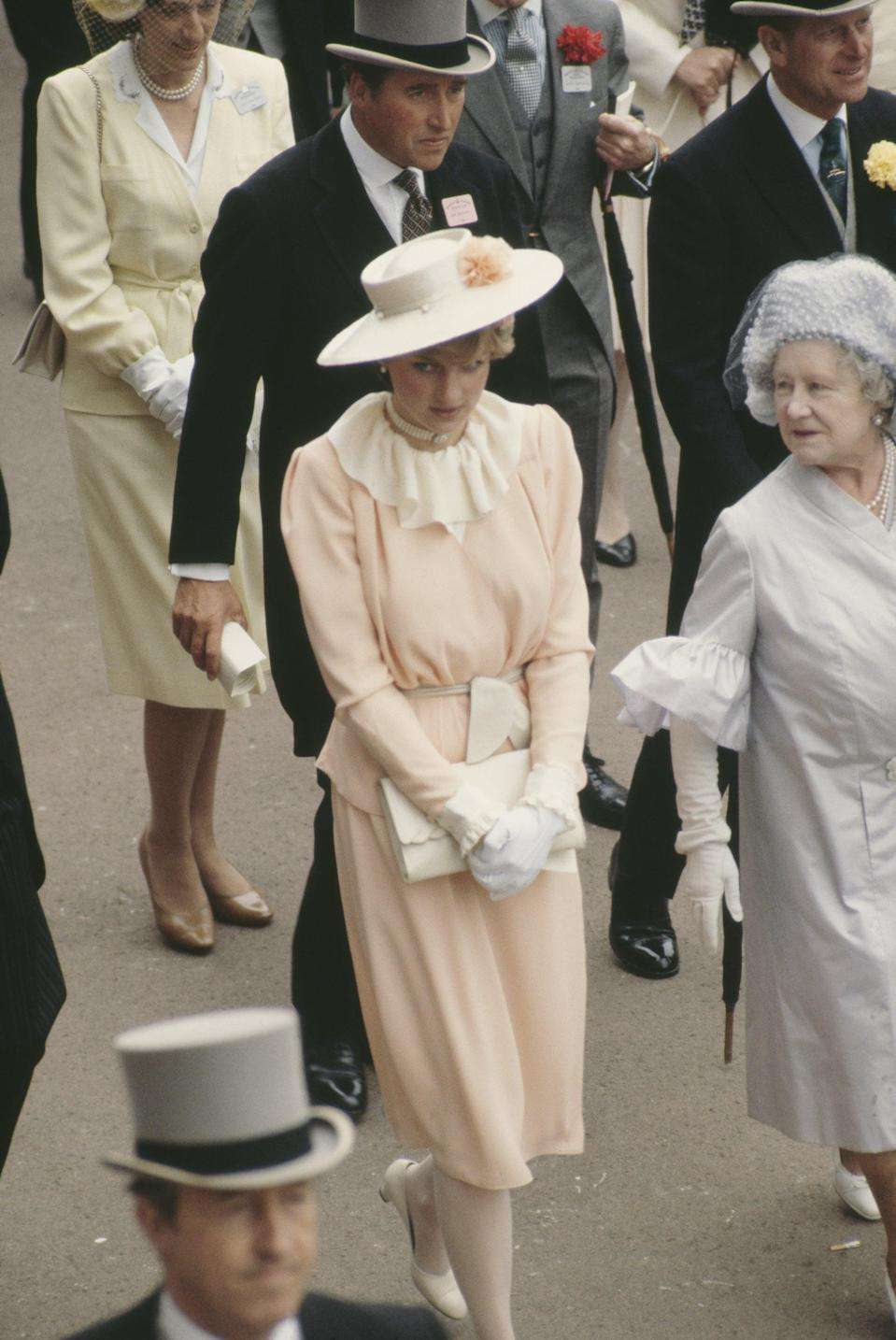 <p>Diana also owned a white leather clutch with a scalloped edge, seen here with the feminine outfit she wore to her first Ascot meeting with the royal family in 1981.</p>