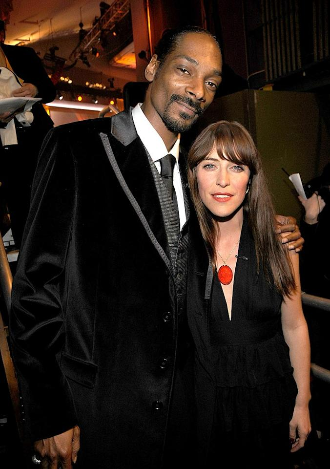 "The legendary Snoop Dogg and the Grammy-nominated Feist keep it simple in black ensembles. Kevin Mazur/<a href=""http://www.wireimage.com"" target=""new"">WireImage.com</a> - January 7, 2008"