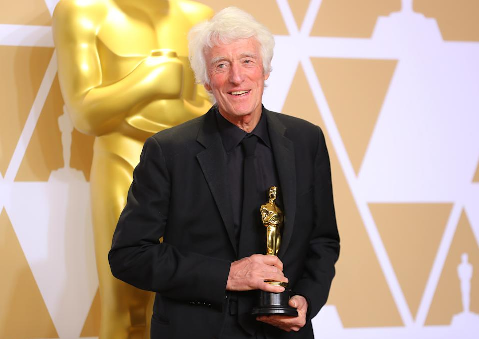 """90th Academy Awards - Oscars Backstage - Hollywood, California, U.S., 04/03/2018 - Roger A. Deakins holds the Oscar for Best Cinematography for """"Blade Runner 2049."""" REUTERS/Mike Blake"""