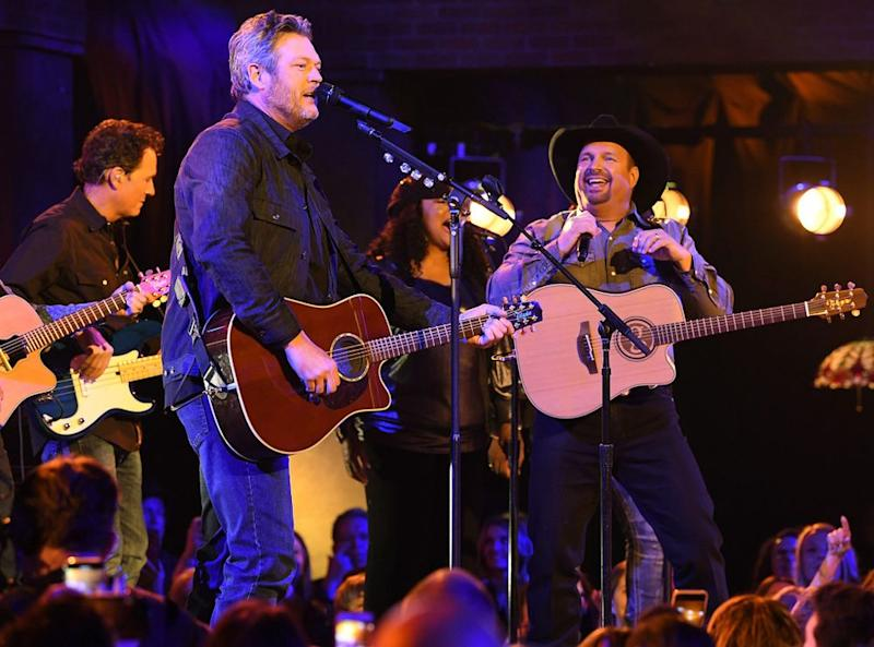 Blake Shelton and Garth Brookes | Image Group LA/ABC/Getty